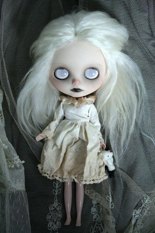 Blythe custom OOAK spooky little Ghost Girl par bonjourmapoupee