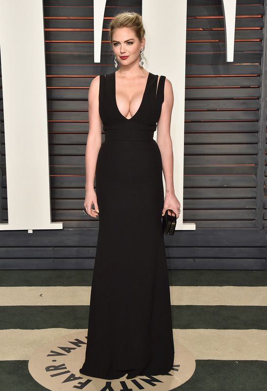 Kate Upton in Victoria Beckham attends the Vanity Fair Oscars After Party