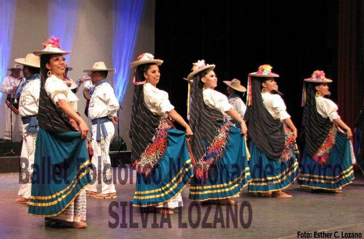 Con más de 50 años de Trayectoria Artística y 19 años presentándose diariamente en Xcaret, el Ballet Folclórico Nacional de México de SILVIA LOZANO sigue conservando la calidad y la autenticidad de su eslectáculo.