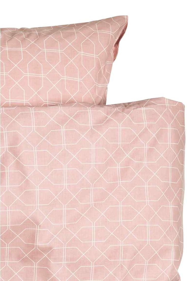 Patterned duvet cover set: Double duvet cover set with an all-over print on fine-threaded cotton in 30s yarn with a thread count of 144. The duvet cover fastens at the bottom with concealed metal press-studs. Two pillowcases.
