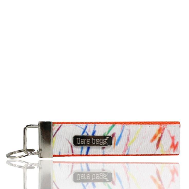Klíčenka Key Dribblet od Dara bags je úžasný každodenní pomocník! Snadno si poradí i s velkým svazkem klíčů. Je dostatečně velká, aby se dala nosit na ruce jako náramek, přitom se v kabelce nezamotá. Navíc tak nádherně vypadá!