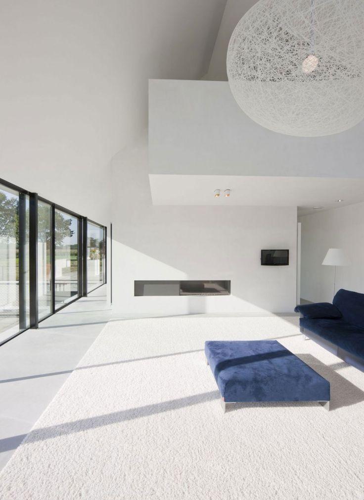 Conçue par le studio darchitectes hollandais hofman dujardin cette maison se caractérise par la combinaison de lignes modernes et traditionnelles