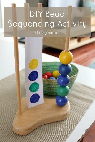 Einfache DIY Bead Sequencing Aktivität mit Dübeln und Ikea MULA Achterbahn-Perlen.  {PlantingPeas.com}