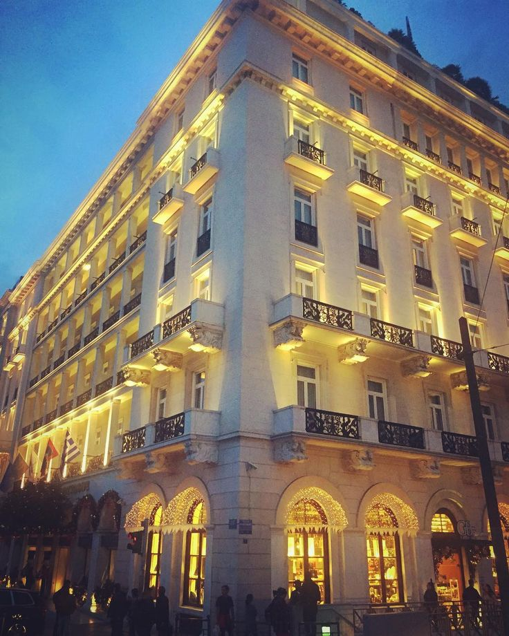 A landmark hotel in the heart of #Athens getting ready for #Christmas.  #hotelgrandebretagne #clickatluxury #thisisathens #journeygreece #spgdfm
