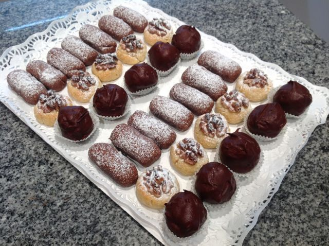 Panellets de chocolate, vainilla y coco bañado en chocolate