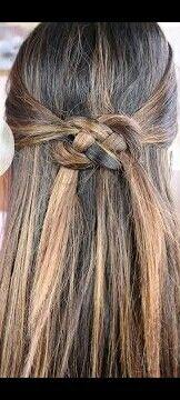 Peinado de trenza de 2 dos con amarrado sencillo
