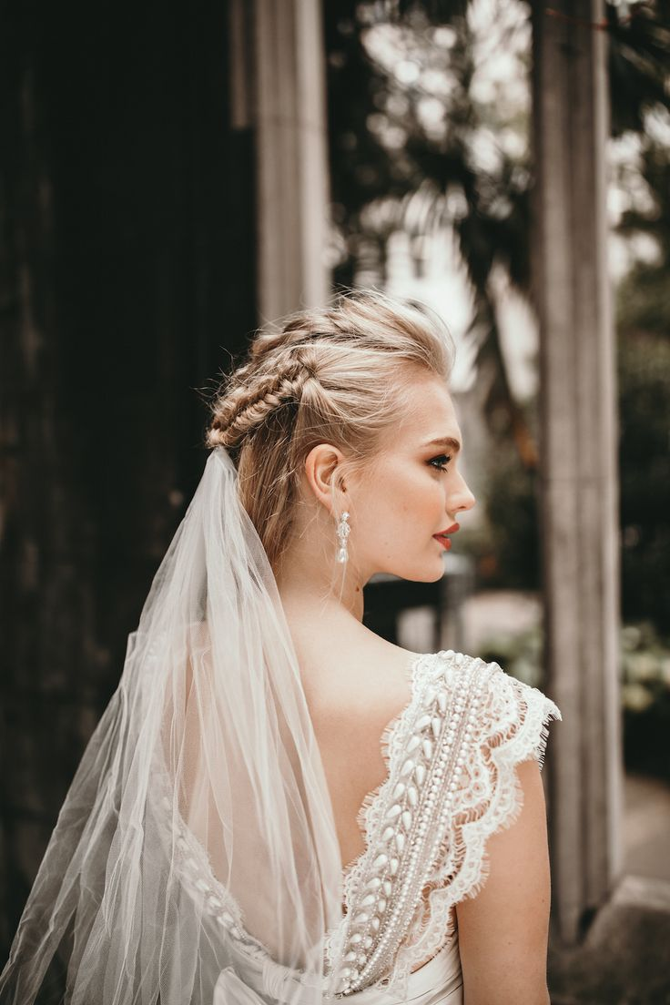 Vintage-Inspired Coco Dress from Anna Campbell with Sheer Tulle Ashantha Veil |Photography by Benjamin Wheeler