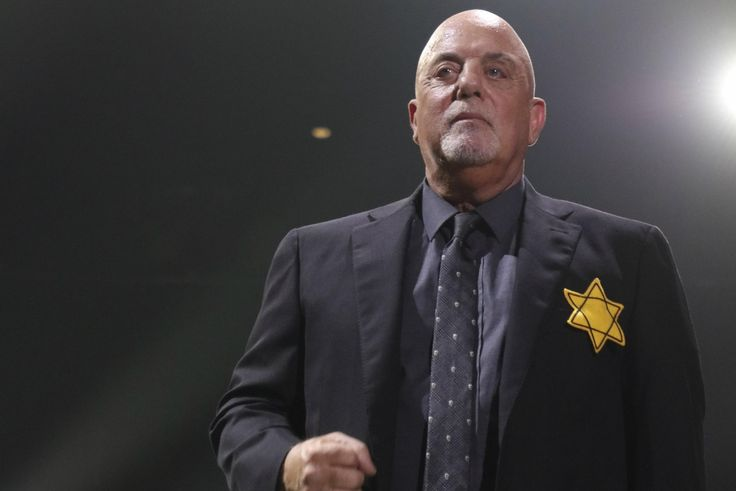 Billy Joel wears yellow Star of David during concert in silent protest against neo-Nazis | The Independent
