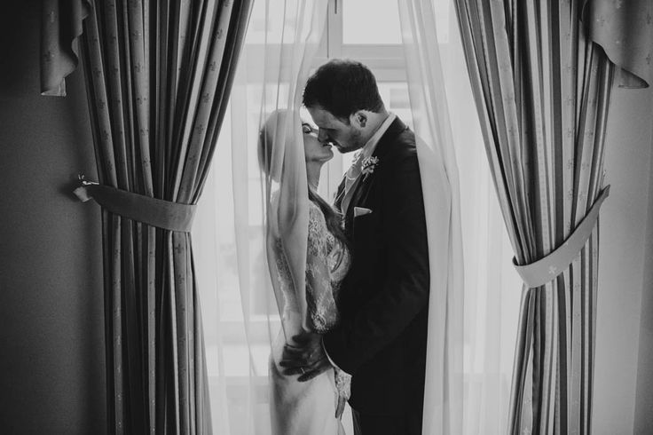 Luxe black and white wedding inspiration | Image by Malachite Meadow