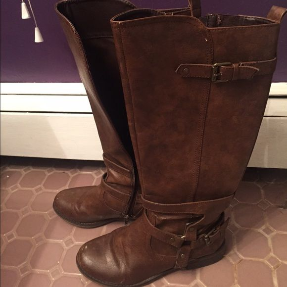 Guess brown riding boots Brown riding boots by guess. They are in good condition minus a few scuffs on the toes ( see pictures). Leather with buckles on the side. The come to right below the knee. Heel is less than an inch. Zippers on the side. Taking offers! Guess Shoes Heeled Boots