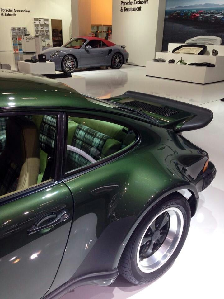 Porsche 911 Turbo (930)  (Click on photo for larger image.)