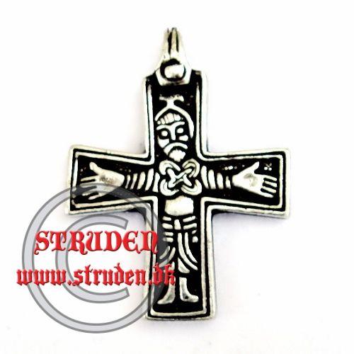 Håndlavet kopi af et kors med en fin præsentation af kristus.  Denne udgave er fundet på Gotland, men ligende vedhæng er fundet andre sted...