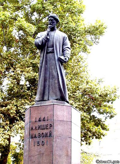 памятник Алишер Навои