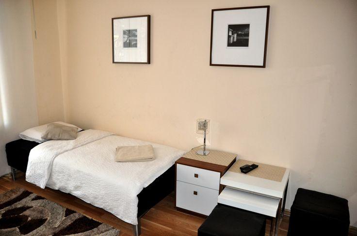 mały pokój  http://www.rainbowapartments.pl/apartament-kremowy/