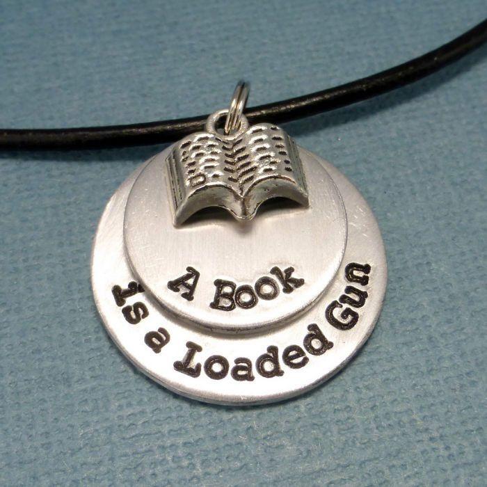 61 bijoux inspirés de la littérature qui vous donneront envie de vous replonger dans vos romans favoris   Daily Geek Show