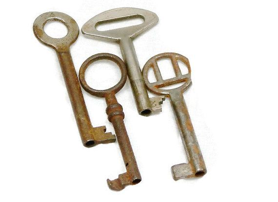 Vintage Ornate Keys/ 4 Skeleton Vintage by AndrasVintagelane