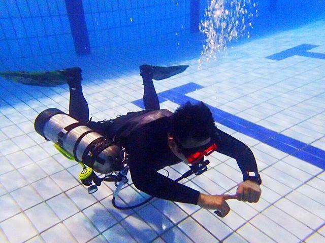 Pool session for Padi #Sidemount course!  #Diving #selfie #fish #underwater #apnea #scuba  #freediving #scubadive #scubadiving #scubapro #scubatravellers #scubajunkie #happy #pretty #dive #tiomanisland #scuba #snorkel #freediving #apnea #fishing #freedive http://www.deepbluediving.org/suunto-zoop-novo-dive-computer-review/