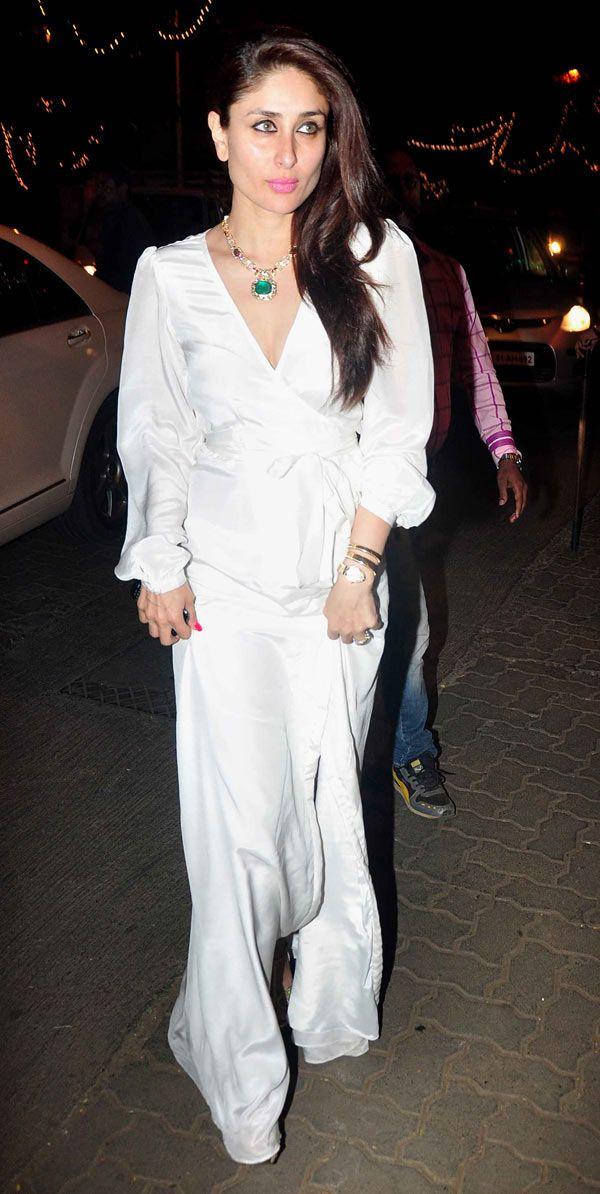Kareena Kapoor Khan looked elegant in white : Photos: Kareena Kapoor Khan, Karisma Kapoor attend midnight mass