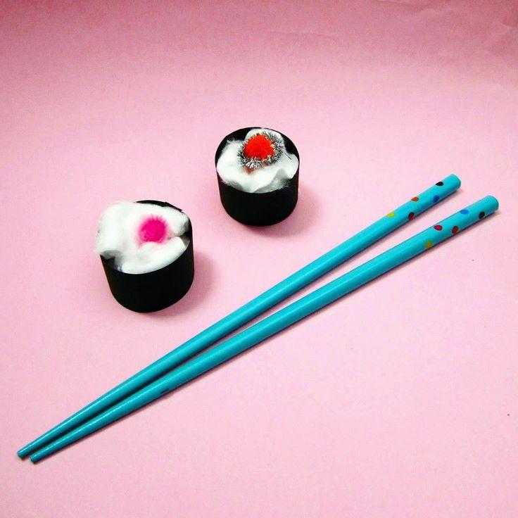 #sushi #cotton #pompom #pipecleaner #food #tity #partydecor #eventdesigner #eventdesign #eventplanning #eventplanner #paper #pink #skyblue #japan #design #minimal #love #withlove #handmade #diy #craft #crafty #spain #zaragoza