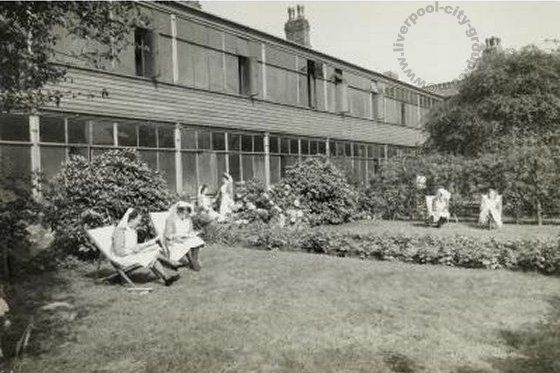 Liverpool, history, liverpool-history-l4-walton-hospital-nurses-at-home-c1900