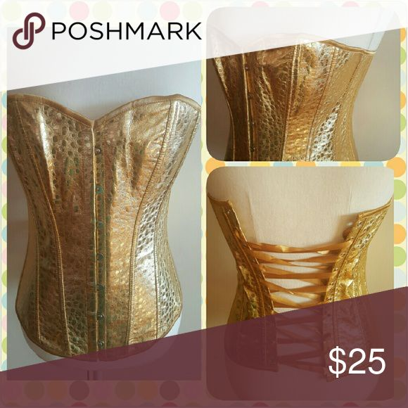Gold corset This corset is of a beautiful pattern. Tops Blouses