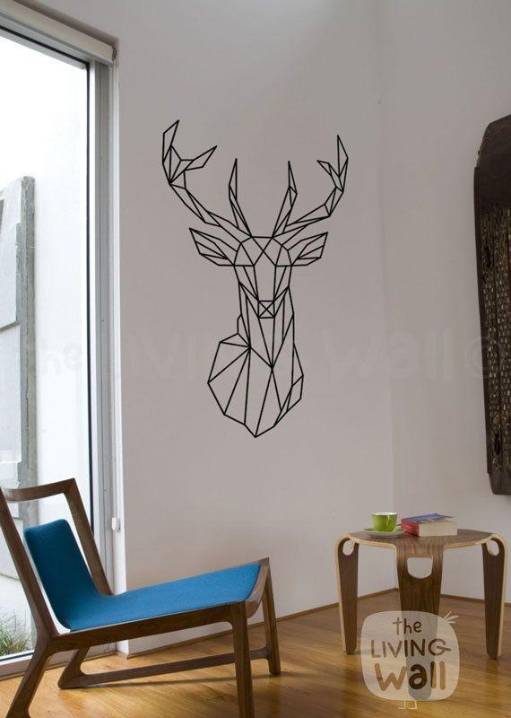 Notre autocollant de mur de tête de cerf géométrique exclusif est sûr de devenir un sujet de discussion dans votre maison. Alliant les tendances actuelles pour la conception géométrique avec des animaux de la forêt le résultat est frais et moderne mais aussi classique. Parfait pour votre salon ou la salle, cela fait partie de notre collection de sticker mural bois géométrique; Nous espérons que vous l'aimez autant que nous!  Nous utilisons vinyle amovible de haute qualité qui vous permet…