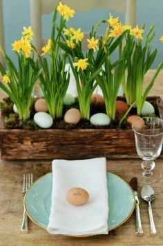 Easter Table Decorations - Easter Eggs, Bunnies, Easter table setting ideas, Easter table decor inspiration, Creative Easter decoration idea...  @Mindy Burton CREATIVE JUICE | @getcreativejuice.comTables Sets, Easter Centerpieces, Easter Tables, Easter Eggs, Eggs Hunting, Places Cards, Flower, Tables Decor, Easter Ideas