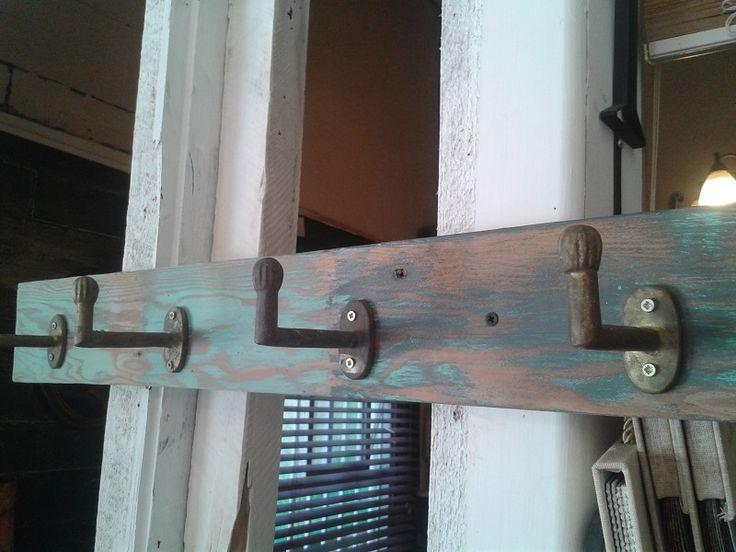Perchero en madera pino oregón y asas de bronce. Búscanos en facebook: Muebles para siempre
