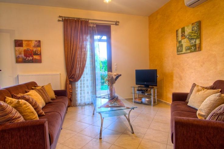 http://villasroumeli-panormo.gr/