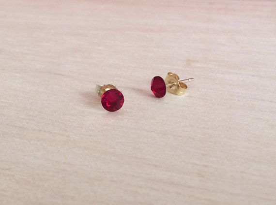 Pendientes rojo oscuro, pendientes rojos, pendientes Swarovski, pendientes rojizos, pendientes pequeños, pendientes minimalistas, red velvet