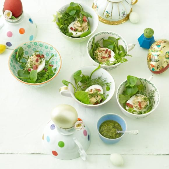 Rezept: Gefüllte Eier im Kräuternest