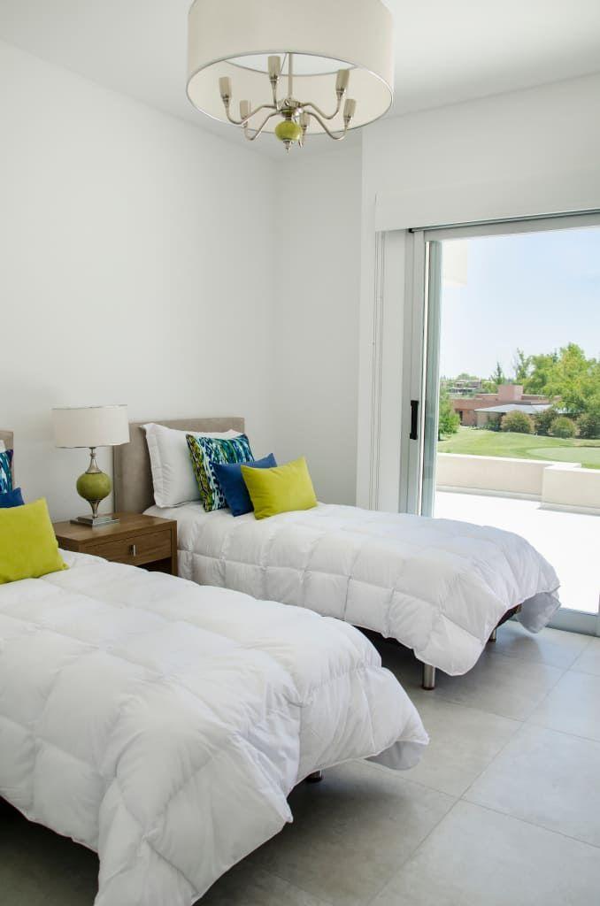 Mirá imágenes de diseños de Dormitorios estilo moderno}: dormitorio. Encontrá las mejores fotos para inspirarte y creá tu hogar perfecto.