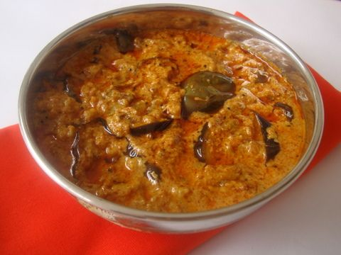 Vankaya Gasagasala Kura is an easy Indian food recipe that is prepared with roasted eggplants that are cooked in a poppy seeds, spice base. Makes for a good side with rice or roti.