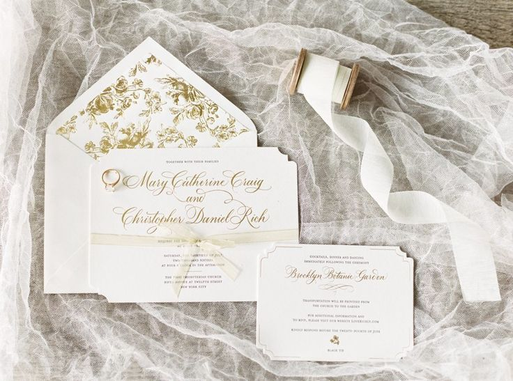 Photographer : Lauren Fair Photography | Invitations : Bella Figura | Wedding Dress : Monique LHuilier Read More on SMP: http://www.stylemepretty.com/2017/01/06/a-wildly-beautiful-garden-wedding-in-the-middle-of-the-city/