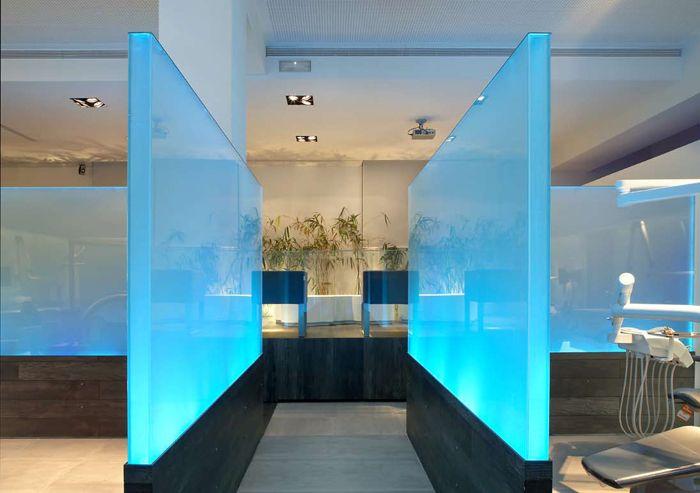 1000 images about focus walls on pinterest wooden walls reception desks and dental - Decoracion clinicas dentales ...