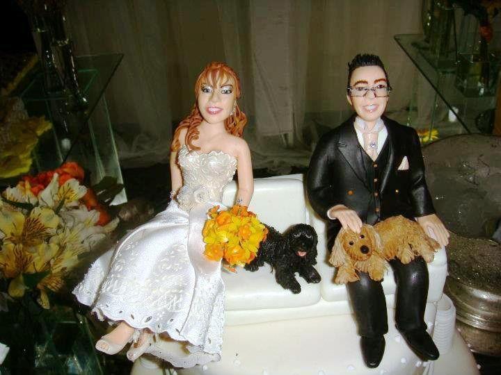 Noivinhos personalizados, confeccionados a partir de fotos do casal.