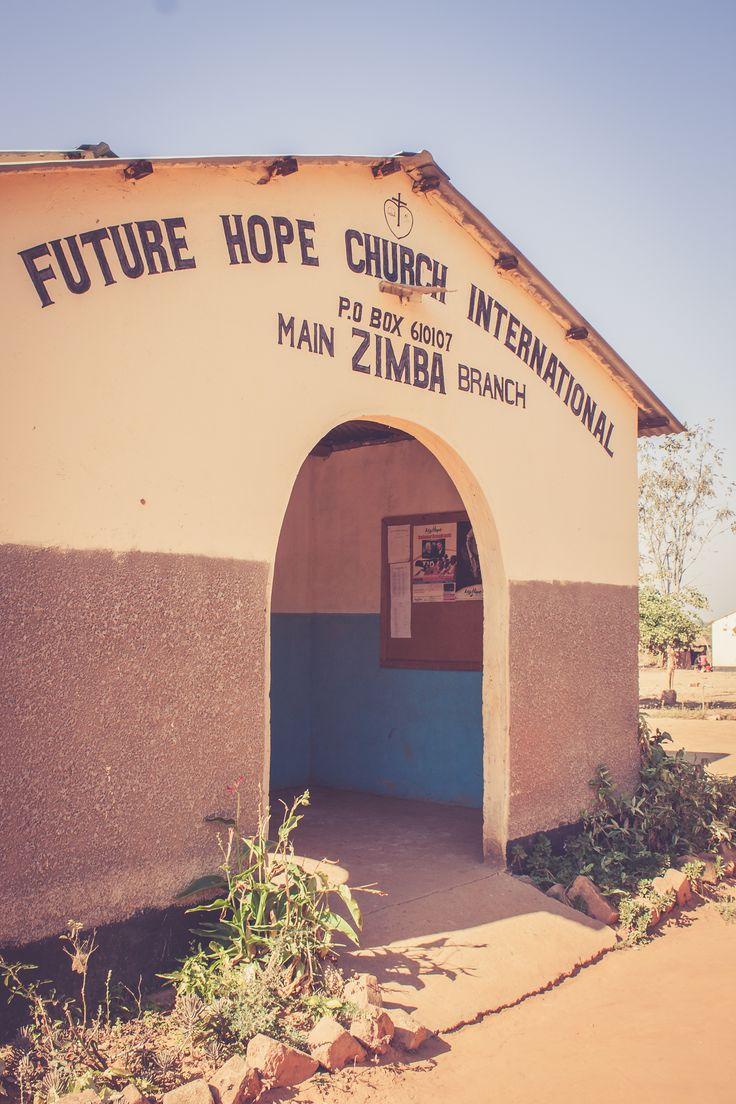 Future Hope Church! A place that's changing the village. Mensen geven hun hart aan Jezus. Er is letterlijk een groot verschil te zien tussen duisternis en licht in de ogen van dit volk. Maar deze gemeente & Jezus in hen geeft de mensen in dit dorp hoop!