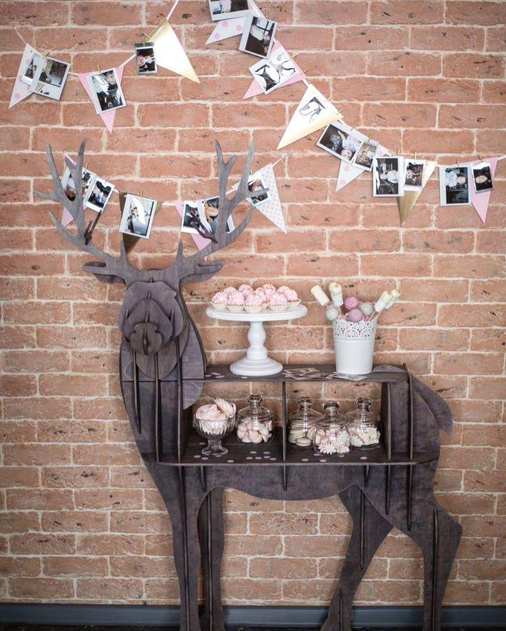 На днях помогли организовать нежный пудрово-молочный день рождения для трёх очаровательных принцесс: мамы и её близняшек. Каждый раз ищем интересные решения для сладкого стола и в этот раз само пространство подсказывало нам креативные идеи. Вот такой candy bar получился, как вам? #похамелеоним #палоройд #детскийденьрождения #деньрождения #организацияпраздников #детскийденьрождериямосква #candybar