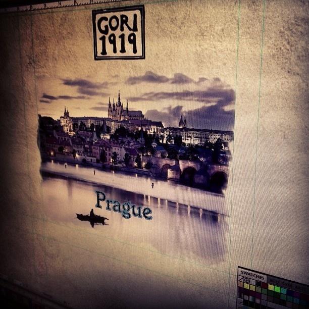 Progetto Instagram iPhone: al lavoro per gli incarti Gori1919 per l'Est Europa. Art Director: Lapo Secciani Photographer: Lapo Secciani.