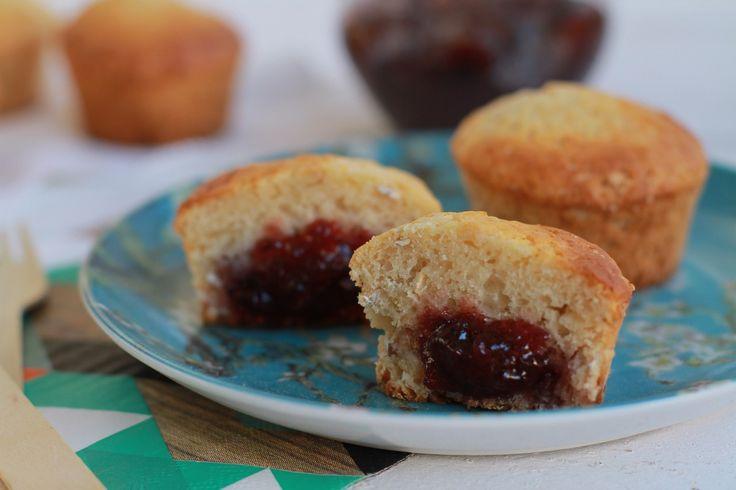 Jam-filled Muffins Recipe, oats, strawberry jam, simple and fast, συνταγή, μάφινς, γεμιστά, μαρμελάδα, φράουλα, βρώμη, αλεύρι, Γαβριήλ Νικολαΐδης, cool artisan 1