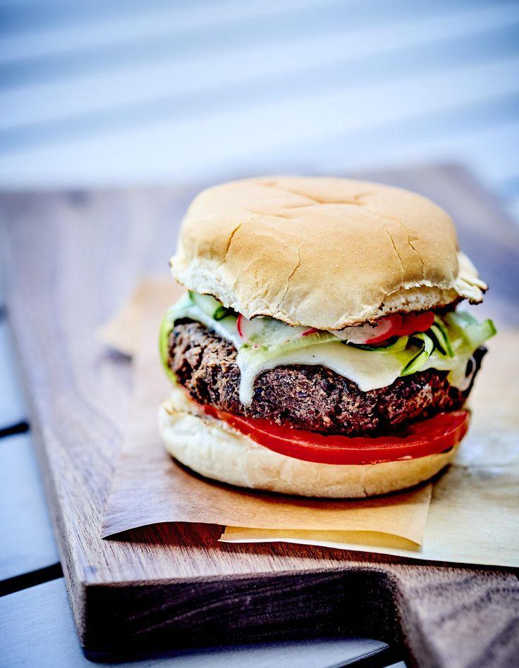 Envie d'une bon hamburger, bien juteux... et 100% végétarien ? Contrairement à ce que beaucoup pense, manger un repas sans viande ne signifie pas faire abstraction de toutes les bonnes choses et se condamner à des repas se...
