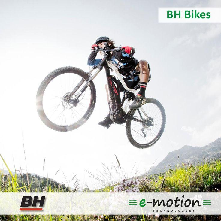 Die Modelle des spanischen Fahrradherstellers BH Bikes sind vielfältig und machen jede Fahrt zu einem Vergnügen. 😉 Zum Sortiment gehören leistungsstarke e-Mountainbikes, bequeme City e-Bikes und robuste Trekking e-Bikes. 🚴 Die Besonderheit vieler BH-Modelle sind die im Rahmen integrierten Akkus. Optisch sind sie dadurch kaum von herkömmlichen Fahrrädern zu unterscheiden. 🙂