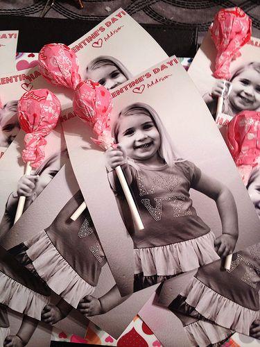 Quelques idées pour trouver LA carte d'anniversaire de votre enfant … Après avoir donné par ici des idées de gâteaux d'anniversaireou vous avoir montré notre beau gâteau en forme de train, passons maintenant aux invitations ! Ces petits morceaux de papier qui vont vous permettre d'annoncer la fête organisée ainsi que d'inviter les copains / … … Lire la suite →