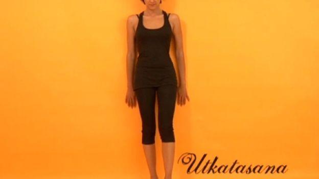 Posizione della sedia - Yoga contro il mal di schiena 1.  Soffri di dolori lombari? Ecco la posizione della sedia, l'esercizio yoga per sentirti meglio.