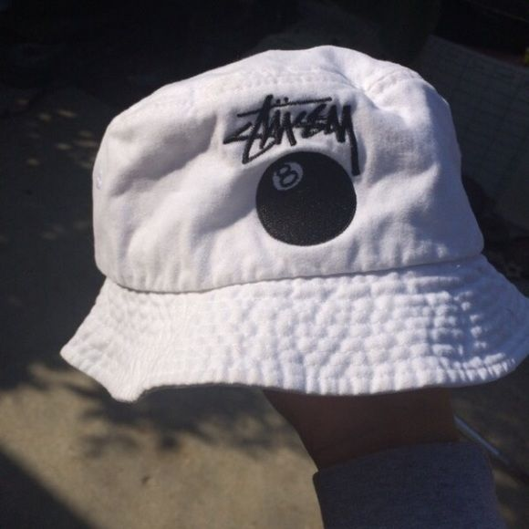 STUSSY BUCKET HAT Worn only twice, almost brand new! One size fits all. Stussy Other