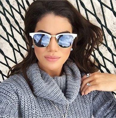 A blogueira Camila Coelho usa seu Clubmaster Aluminium, o famoso óculos de sol…