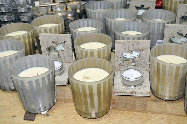 Lumanare parfumata vanilie in pahar satinat auriu sau argintiu. art.-nr: 00511. Lei 16.-