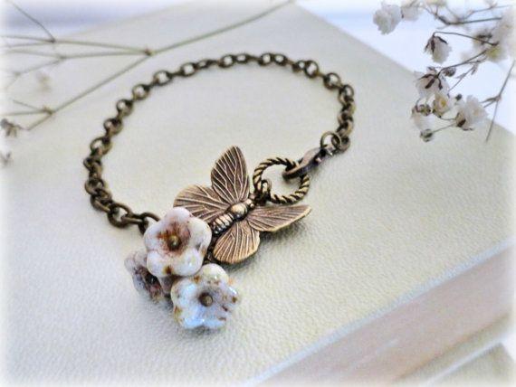 Butterfly bracelet Romanticantiqued brasswhiteivory by GBILOBA, €14.50