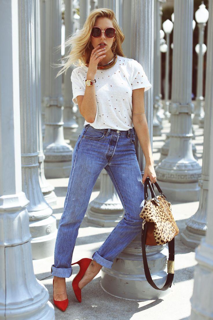 крутые джинсы бойфренды с красными туфлями сочетание