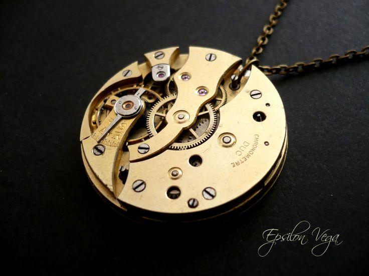 Bijoux colliers sautoirs, ras de cou, upcycling, recyclage, récup de montres anciennes. Pièces uniques envoyées dans un écrin cadeau, idéal pour offrir.